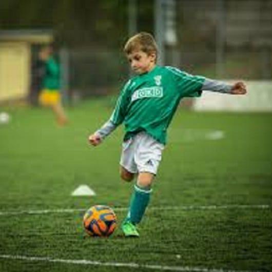 niño futbolista